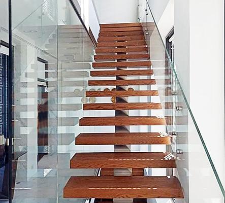 Γυάλινα κάγκελα σκάλας