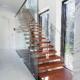 Γυάλινα κάγκελα εσωτερικής σκάλας οικίας