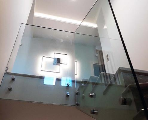 Γυάλινο κάγκελο σκάλας