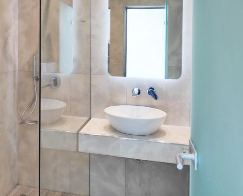 Διαχωριστικό μπάνιου και καθρέφτης