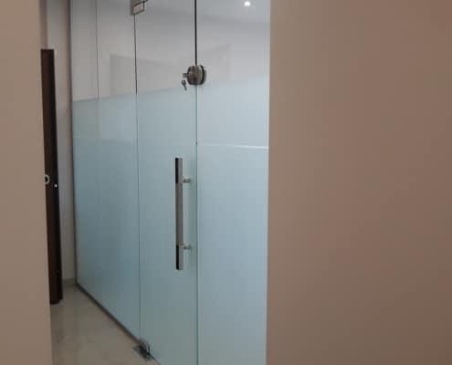 Πόρτα γυάλινη εσωτερική από τη Ribas Glass