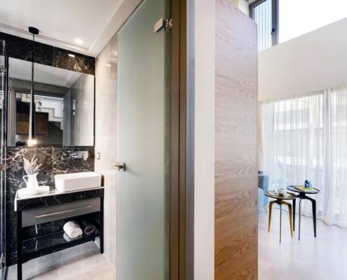 Γυάλινη πόρτα μπάνιου σατινέ
