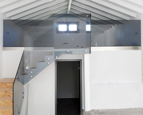 Γυάλινα κάγκελα μπαλκόνι & σκάλα