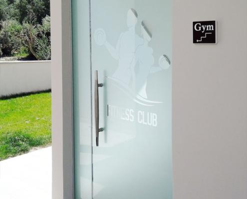 Γυάλινη πόρτα με σχέδιο αμμοβολής