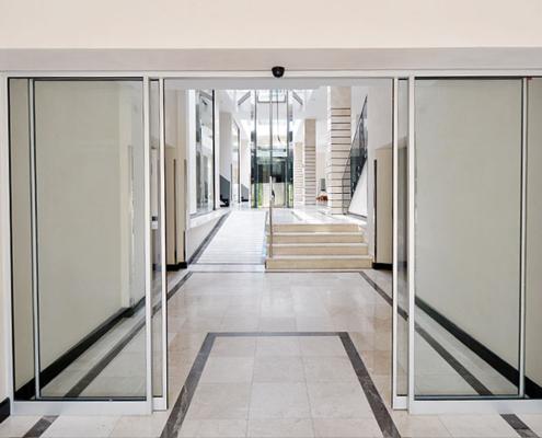 Αυτόματη πόρτα δίφυλλη