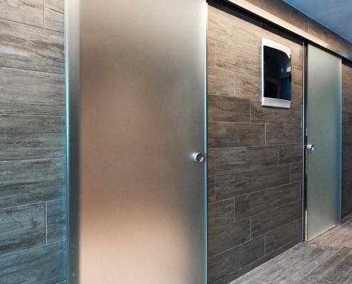 Γυάλινη πόρτα μπάνιου συρόμενη